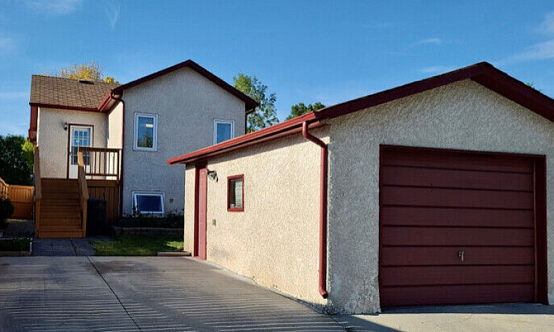 Just Listed 3 Bedroo...